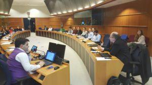 Wikimediaa ja Wikipediaa esittelemässä Brysselin EU parlamentissa. Vasemmalla edessä Dimitar Dimitrov, oikealla Heikki Kastemaa.