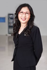 Sun Yafang on kiinalaisen matkapuhelinyritys Huawein pitkäaikainen johtaja ja on vienyt läpi yrityksen laajentumisen. Kuvan vuosi on 2012 ja sen julkaisiHuawei Technologies Co., Ltd lisenssillä CC-BY